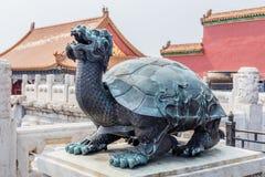 Statua żółw w mieście Niedozwolonym Gugong lub, Pekin, Chiny zdjęcie stock