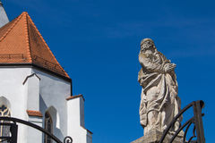 Statua ad una chiesa gotica in Svaty Jur, Slovacchia Fotografie Stock Libere da Diritti