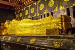 Statua adagiantesi del Buddha Fotografie Stock