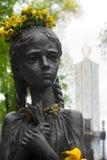 Statua affamata della ragazza Memoriale in commemorazione delle vittime delle carestie in Ucraina fotografia stock libera da diritti