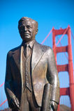 Statua al ponticello di cancello dorato Fotografie Stock Libere da Diritti