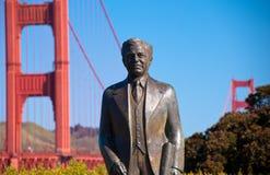 Statua al ponticello di cancello dorato Fotografie Stock