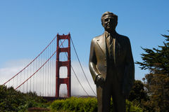 Statua al ponticello di cancello dorato - capo E di Strauss immagine stock libera da diritti