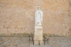 Statua al sacerdote in Belmotne Immagine Stock