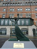 Statua Alice nel paese delle meraviglie di Salvador Dali Fotografie Stock