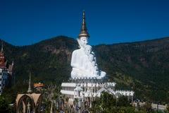 Statua all'aperto grande di Buddha sul tempio di Wat Pha Sorn Kaew Immagini Stock Libere da Diritti