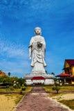 statua alta 100-foot di un Buddha diritto al tempio Bachok kelantan Malesia di Phothikyan Phutthaktham La foto è stata presa 10 / Fotografia Stock