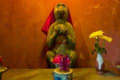 Statua animale al ponte giapponese in Hoi An, Vietnam fotografia stock libera da diritti