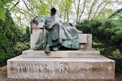 Statua Anonimowy autor w Budapest zdjęcie stock