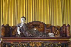 Statua antica in Candi Mendut Monastery vicino a Borobudur Java centrale, Indonesia immagini stock libere da diritti