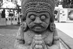 Statua antica in Candi Mendut Monastery vicino a Borobudur Java centrale, Indonesia fotografia stock