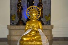 Statua antica in Candi Mendut Monastery vicino a Borobudur Java centrale, Indonesia fotografia stock libera da diritti
