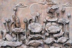 Statua antica del loto sulla parete Fotografia Stock