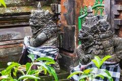 Statua antica di balinese due, hinduism immagini stock