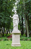 Statua antica nel parco in Gatcina Fotografie Stock