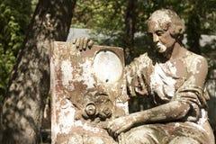 Statua antyczny anioł na cmentarzu obraz royalty free