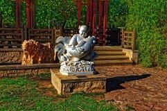 Statua asiatica dell'uomo del pescatore fotografie stock libere da diritti