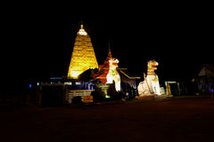 Statua bianca del leone del Asean a Chedi Buddhakhaya Fotografie Stock Libere da Diritti