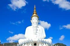 Statua bianca di Buddha al tempio di Phasornkaew Fotografie Stock