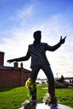 Statua Billy wściekłości wystrzału piosenkarz 1960s na Albert doku kompleks doków magazyny w Liverpool i budynki, Anglia obraz stock
