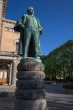 Statua Bjørnstjerne Bjørnson na zewnątrz teatru narodowego obraz stock