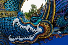 Statua blu del drago in tempio di Wat Rong Suea Ten Blue in Chiang Rai Thailand fotografia stock libera da diritti
