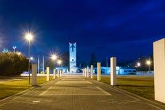 Statua Bohaterscy lotnicy przy nocą fotografia royalty free