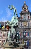 Statua Brabo i gigant ręka, Antwerp, Belgia Zdjęcie Stock