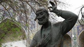 Statua Brodaty mężczyzna przed meczetem zbiory wideo