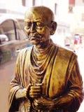 Statua del monaco meditating Immagini Stock Libere da Diritti