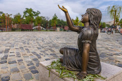 Statua bronzea della ragazza Immagini Stock Libere da Diritti