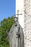 Statua bronzea della st Wojciech sull'altare tre millenni, Skalka, Cracovia, Polonia Immagine Stock Libera da Diritti