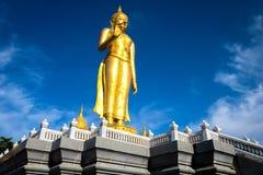 Statua Buddha w nieba tła giganta Buddha statui obraz stock