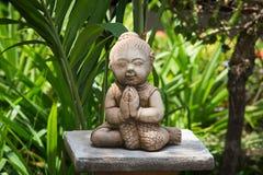 Statua buddista in giardino thailand Fotografia Stock Libera da Diritti