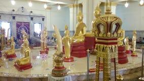 Statua buddista nel tempio di Wat SoTorn, Tailandia video d archivio