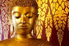 Statua capa di Uddha sopra la pittura tailandese di stile Fotografia Stock Libera da Diritti