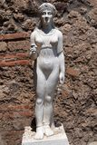Statua che rappresenta Iside nel sito archeologico di Pompei Immagini Stock Libere da Diritti