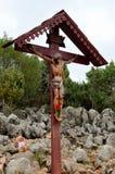 Statua Chrystus na krzyżu przy Medjugorje pielgrzymim miejscem Bośnia, Herzegovina - Obrazy Royalty Free