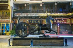 Statua cinese antica del trasporto a Chengdu immagini stock