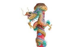 Statua cinese del drago sul palo isolato con il percorso di ritaglio Fotografia Stock