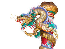 Statua cinese del drago sul palo isolato con il percorso di ritaglio Immagini Stock