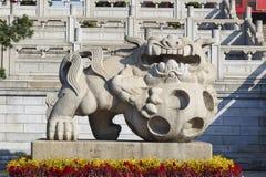 Statua cinese di pietra del leone in tempio del taoista in Canton Cina Fotografia Stock Libera da Diritti