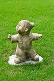 Statua cinese sul campo di erba nel tempiale. Fotografia Stock Libera da Diritti