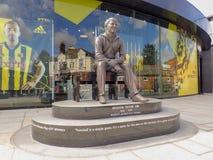 Statua commemorativa di Graham Taylor OBE, ex responsabile del club di calcio di Watford, stadio della strada della casa del vica immagine stock libera da diritti