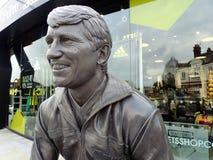 Statua commemorativa di Graham Taylor OBE, ex responsabile del club di calcio di Watford, stadio della strada della casa del vica fotografie stock libere da diritti
