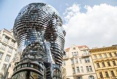 Statua commovente di Franz Kafka a Praga Immagine Stock Libera da Diritti