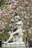 Statua con i piccioni immagini stock libere da diritti