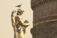 Statua con il gabbiano Immagini Stock Libere da Diritti