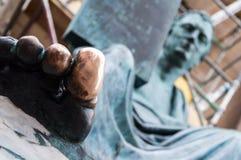 Statua con un alluce fortunato a Edimburgo, Scozia Fotografia Stock
