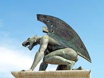 Statua con un drago Fotografie Stock Libere da Diritti